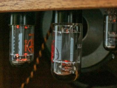 サブイメージ:真空管アンプ・キャビネット